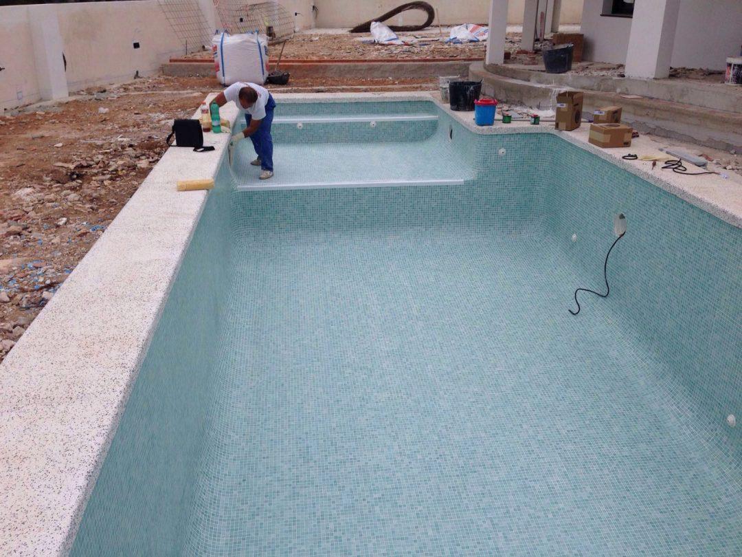 Construcción piscina con entrada tipo playa