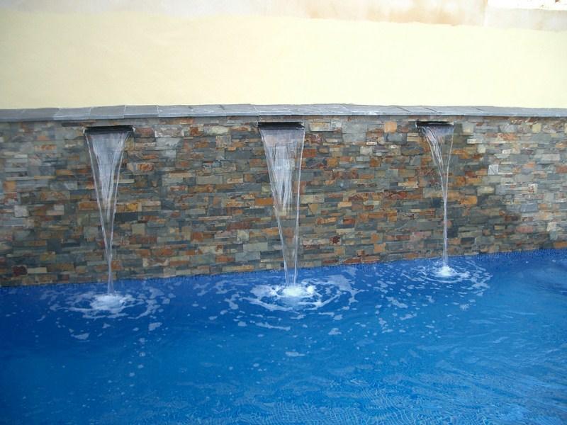 Fuentes de tipo cortina para piscinas