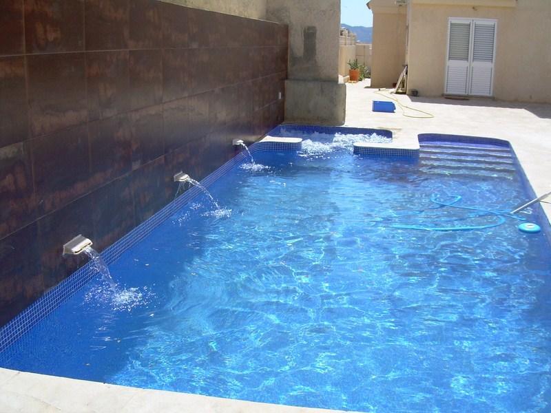Fuentes de tipo cortina para piscinas contruccion piscinas novamarina - Gresite para piscinas precios ...